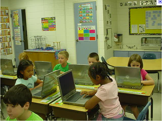 Photo_of_students_on_laptops